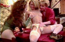 clip_trois_lesbiennes_et_un_gode_xxl_thumb1